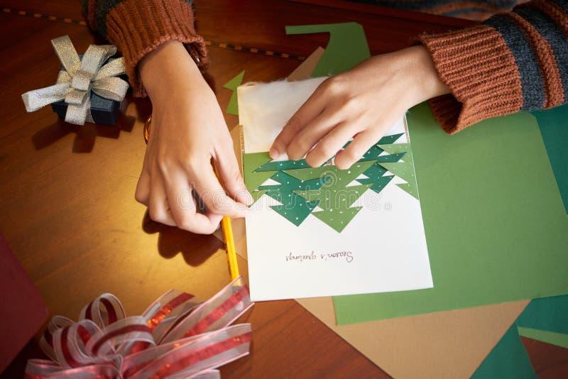 Het maken van de kaart van de Kerstmisgroet royalty-vrije stock foto