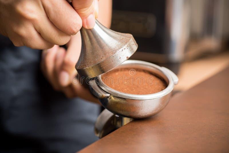 Het maken van de koffie royalty-vrije stock foto