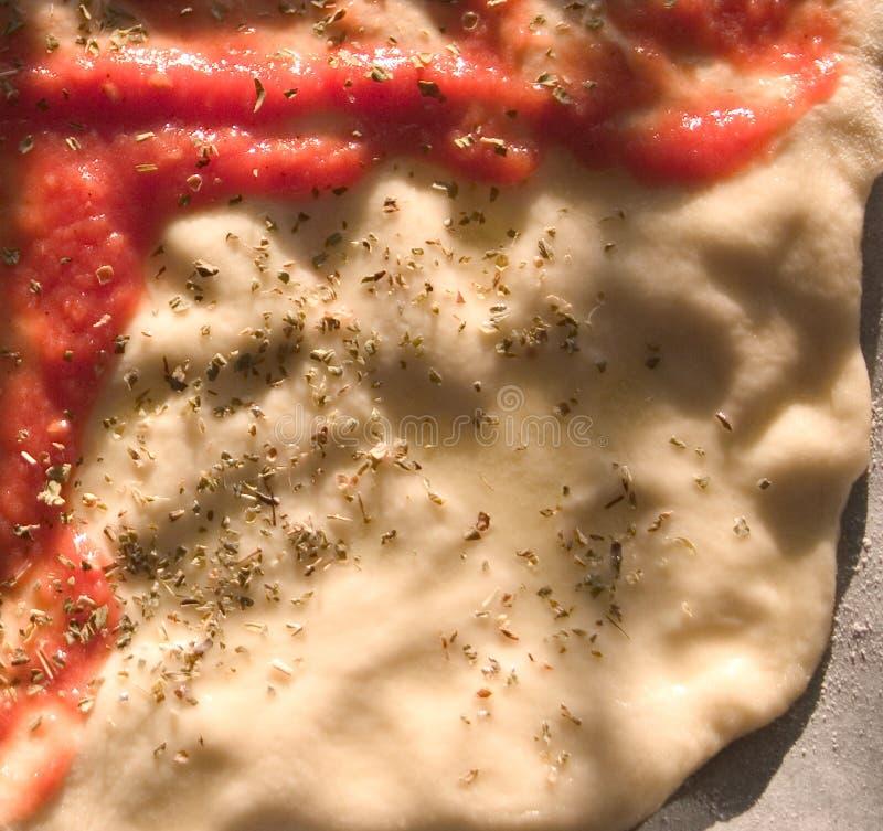 Het maken van een pizza stock foto's