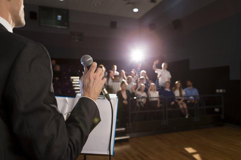 Het maken van een toespraak royalty-vrije stock foto's