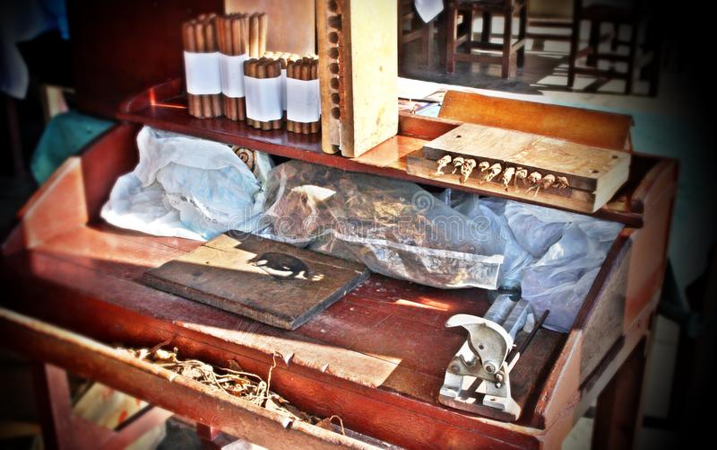 Het maken van handmades sigaren in Cuba royalty-vrije stock fotografie