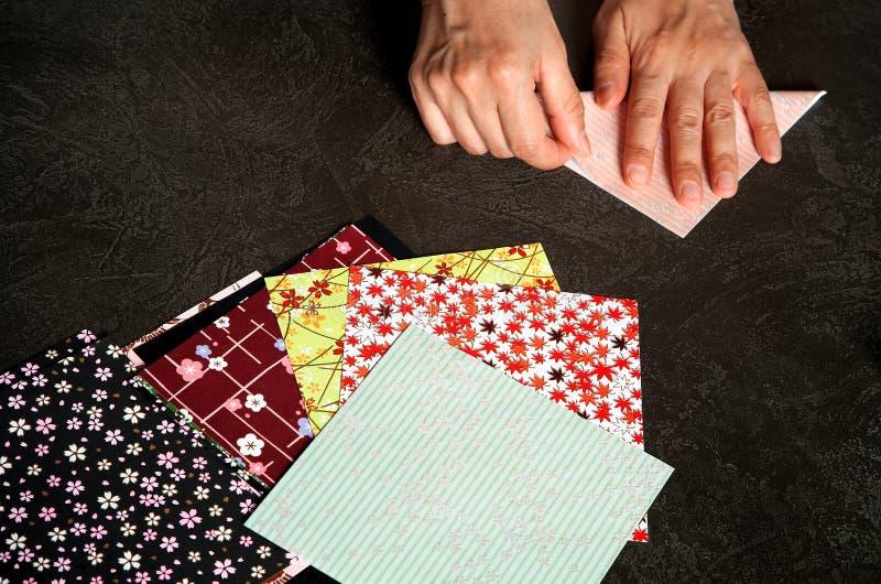 Het maken van Japanse origami royalty-vrije stock foto's