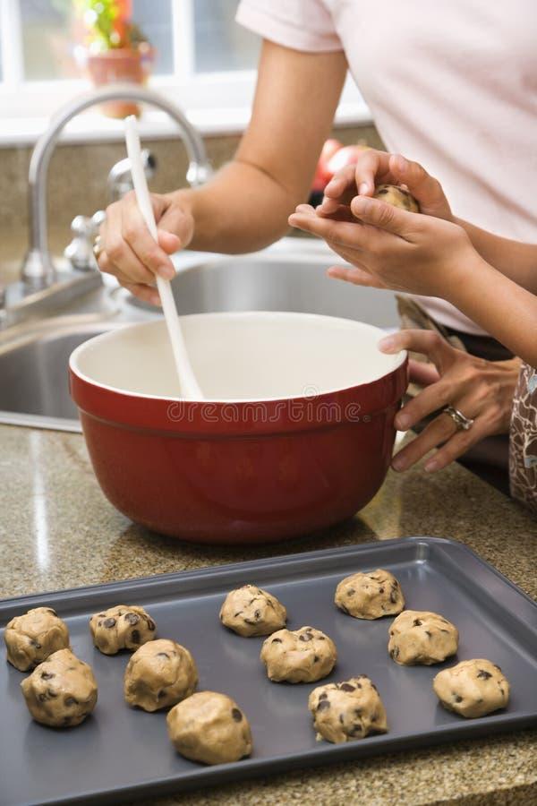 Het maken van koekjes. royalty-vrije stock afbeelding