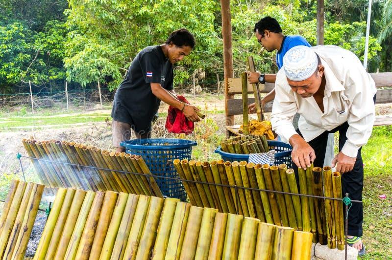 Het maken van traditioneel Maleisisch voedsel, royalty-vrije stock foto's