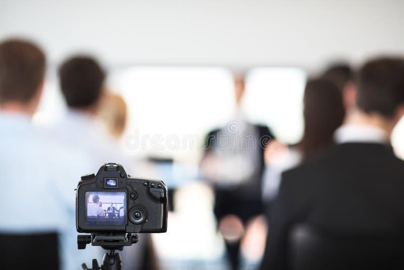 Het maken van video van bedrijfsmensen royalty-vrije stock foto's