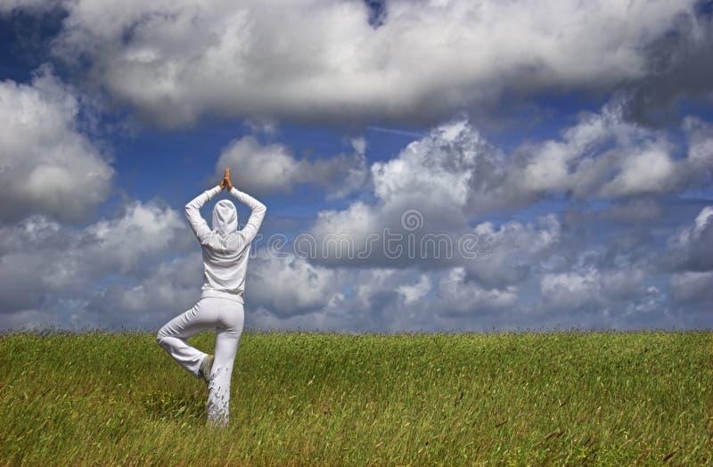 Het maken van Yoga stock afbeelding