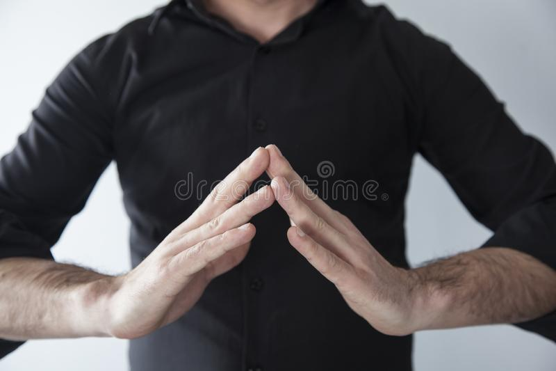 Het maken van yoga met handen stock afbeelding