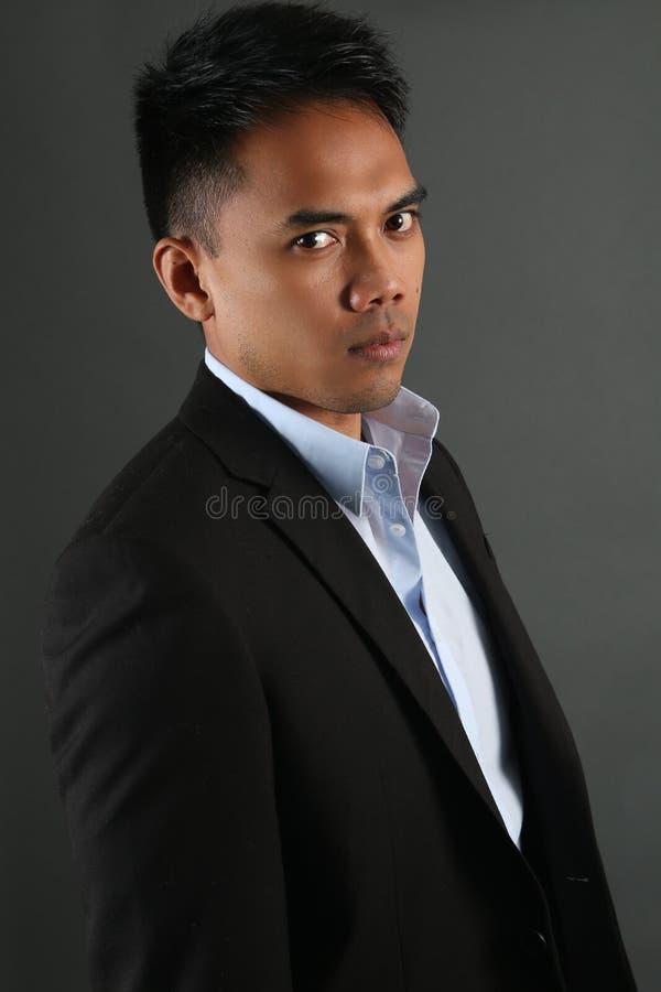 Het Maleise zakenman stellen stock afbeeldingen