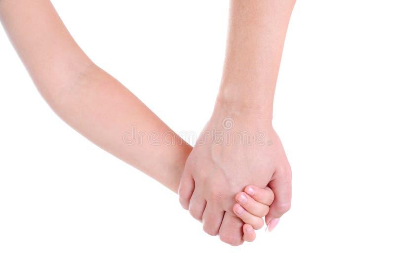 Het mamma houdt de hand van een kind op een witte achtergrond Het koesteren van het lichaam parts royalty-vrije stock afbeeldingen
