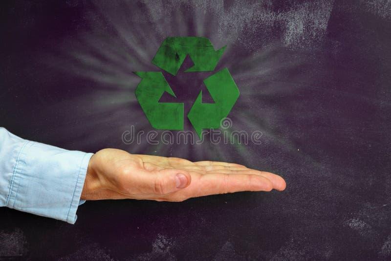 Het Man hand gesturing op donker bord met exemplaar-ruimte royalty-vrije stock afbeeldingen