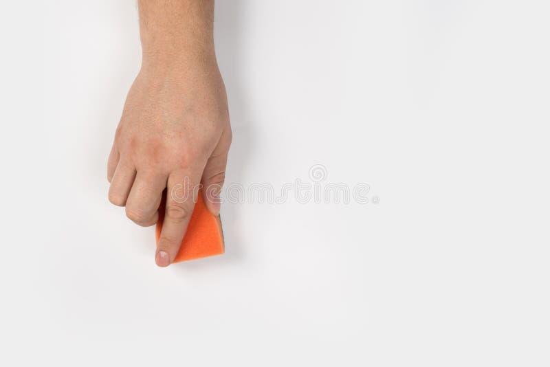 Het man hand schoonmaken op een witte achtergrond stock fotografie