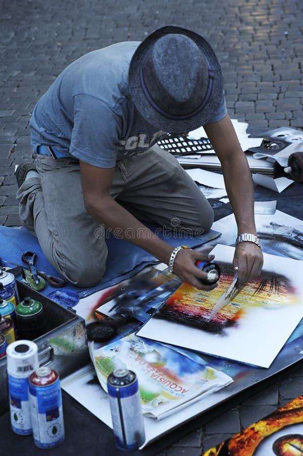 Het mannelijke straatkunstenaar schilderen in Piazza Navona, Rome, Italië stock fotografie