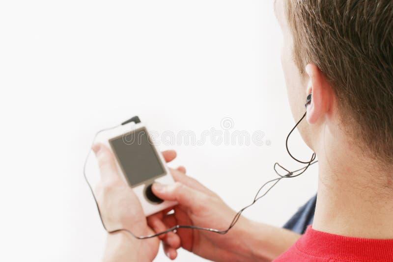 Het mannetje luistert aan muziek royalty-vrije stock foto's
