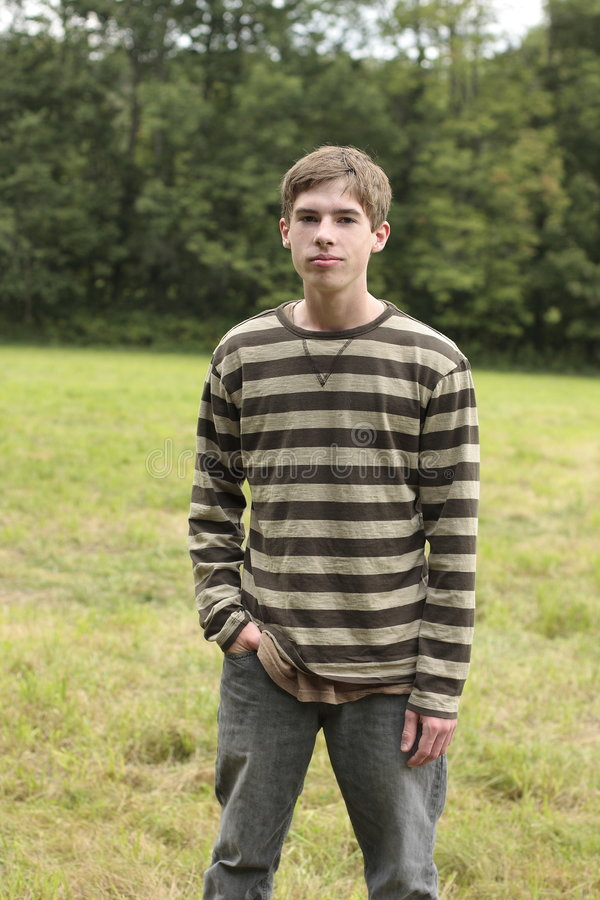 Het Mannetje van de tiener op Gebied stock foto