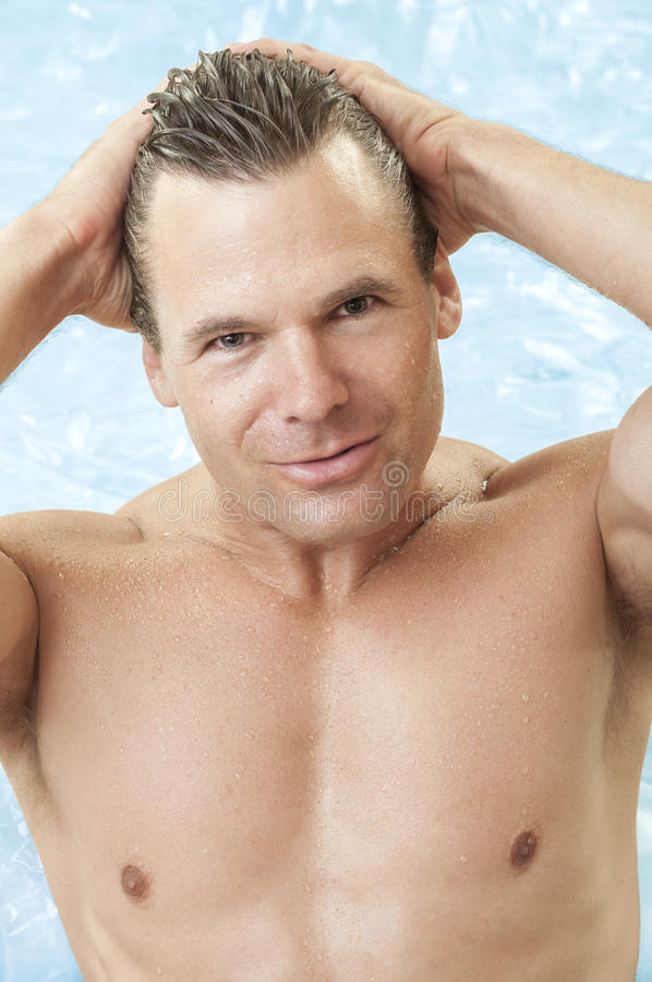 Het mannetje zwemt model stock foto's