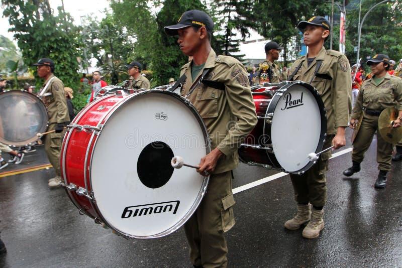 Het marcheren NIEUWE Band stock fotografie