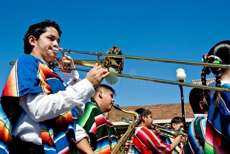 Het marcheren van de school band royalty-vrije stock afbeeldingen