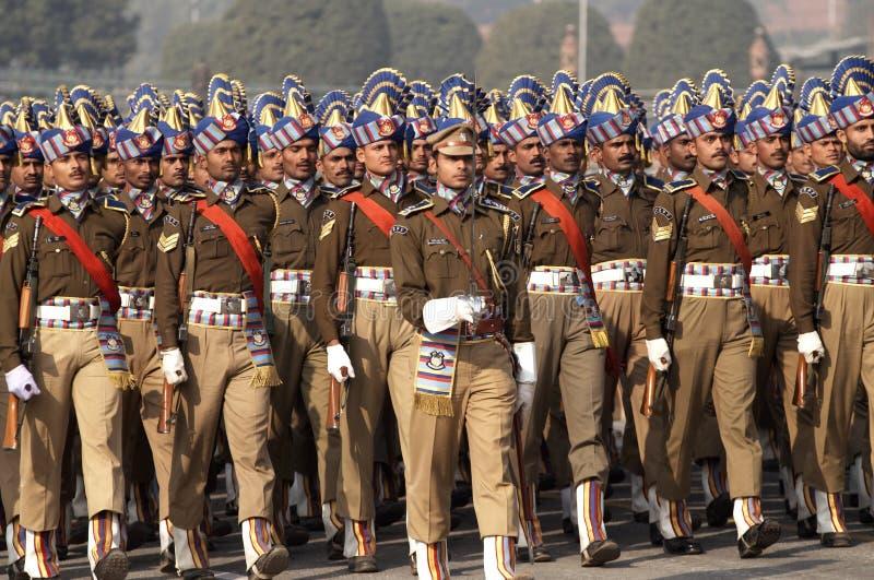 Het Marcheren van militairen royalty-vrije stock fotografie