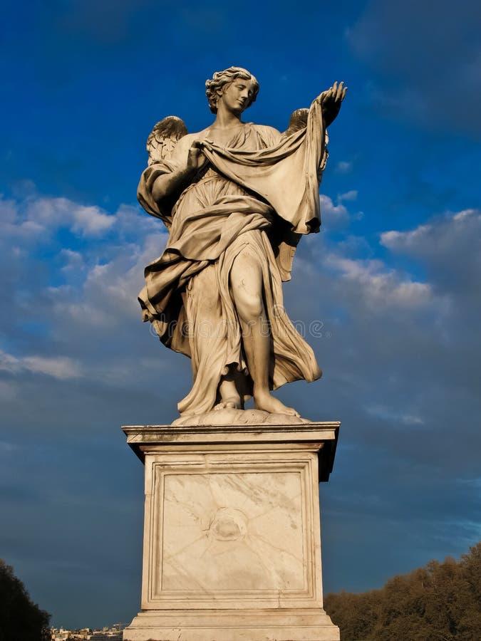 Het marmeren standbeeld van Bernini van engel stock foto's