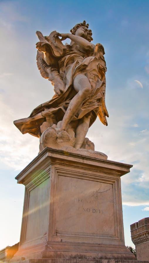 Het marmeren standbeeld van Bernini van engel stock foto