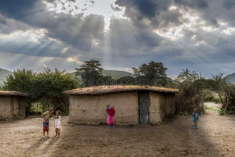 Het Masai-dorp stock afbeeldingen