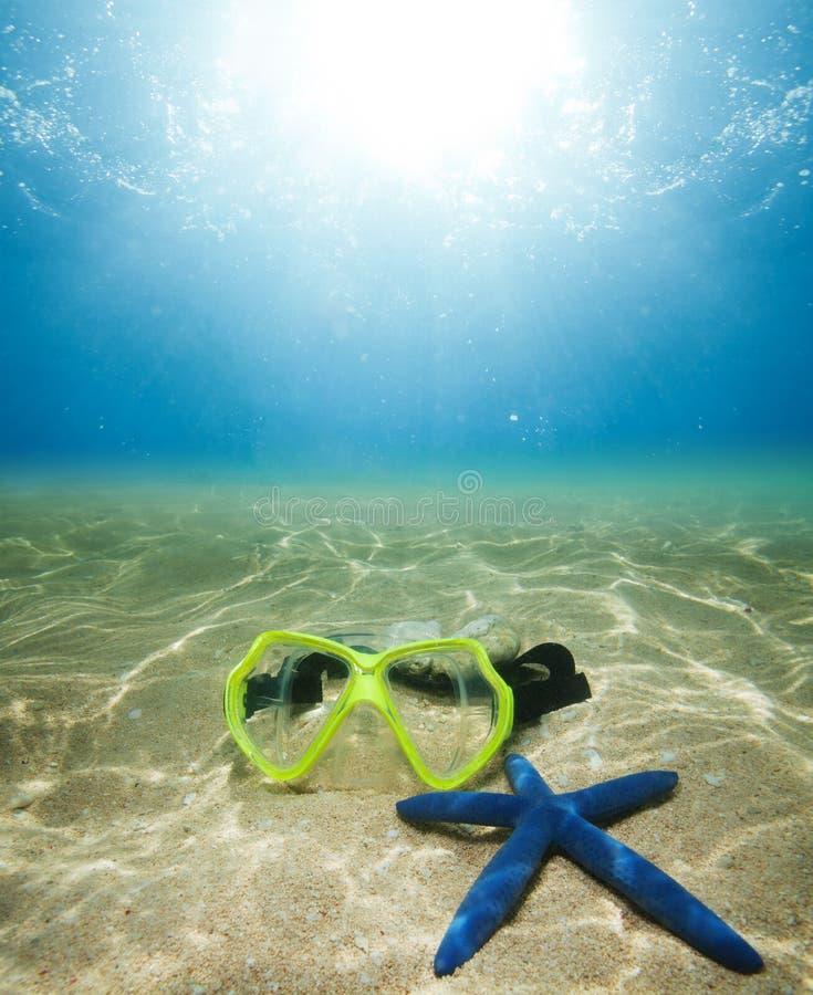 Het masker en de zeester van de scuba-uitrusting royalty-vrije stock fotografie