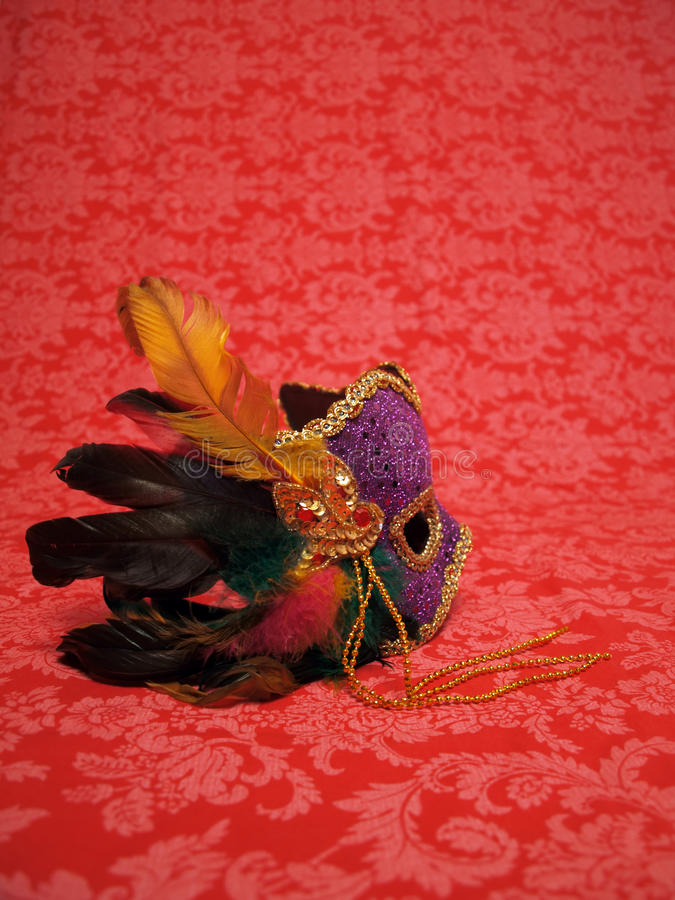 Het masker van Carnaval op rood 3 royalty-vrije stock afbeeldingen