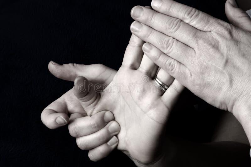 Het masseren van Hand in Day Spa stock afbeelding
