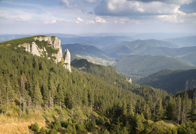 Het Massief van Ceahlau - de Oostelijke Karpaten, Roemenië royalty-vrije stock afbeeldingen