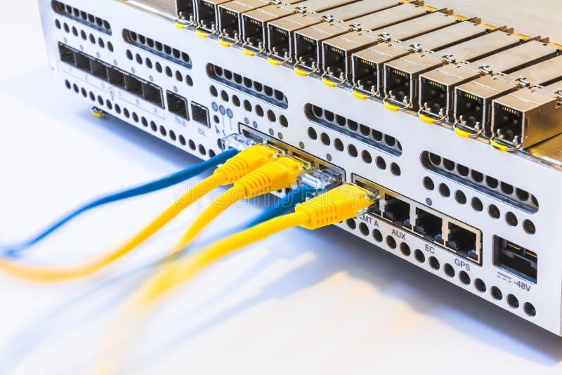Het materiaal van radiobasisstation, SFP-modules, blauwe en gele flardkoorden Internet Mededeling Netwerk royalty-vrije stock afbeeldingen