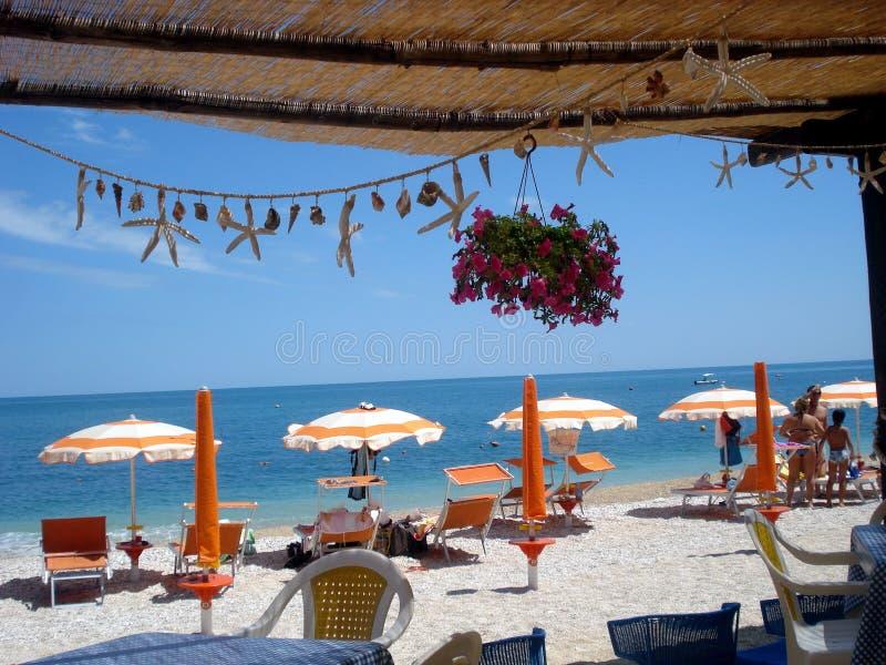 Het Mattinatella-strand in Italië stock foto's