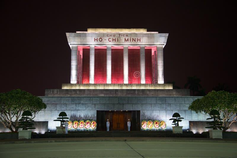 Het mausoleum van Ho Chi Minh in dichte omhooggaand van de nachtverlichting royalty-vrije stock foto