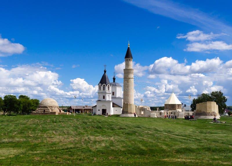 Het mausoleum van het oosten, Grote Minaret en Orthodoxe Veronderstellingskerk stock foto's