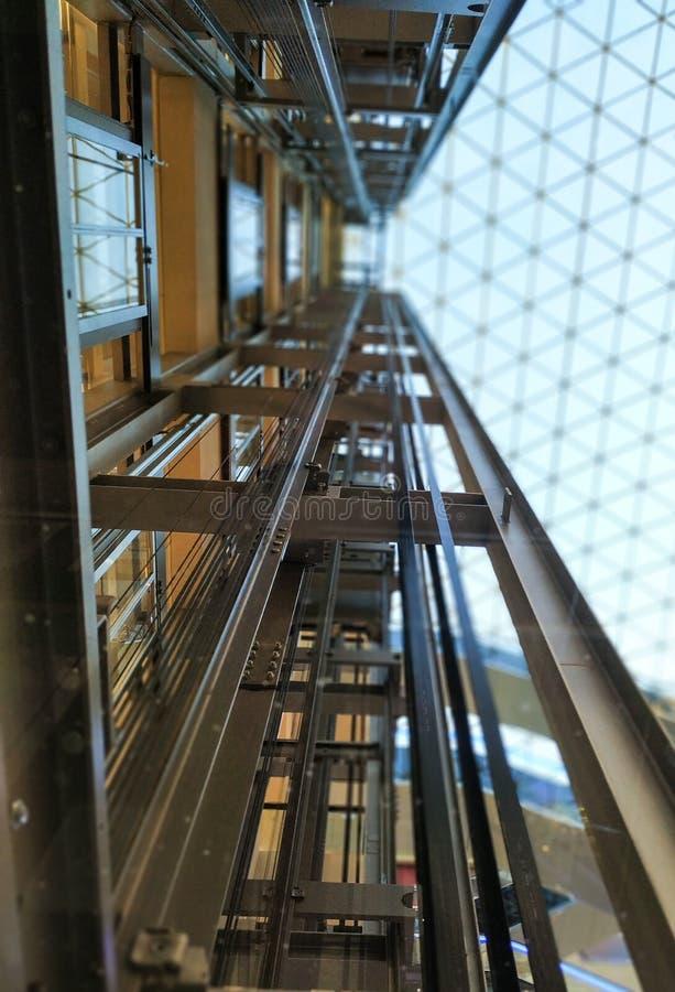 Het mechanisme van de lift Glas Moderne architectuur royalty-vrije stock foto