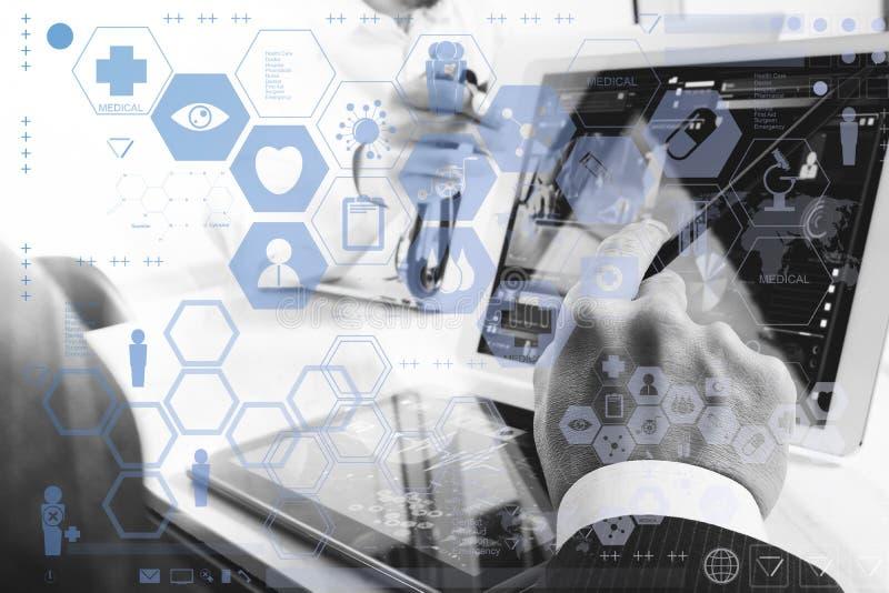 Het medische concept van de het teamvergadering van het technologienetwerk Artsenhand wor stock foto's