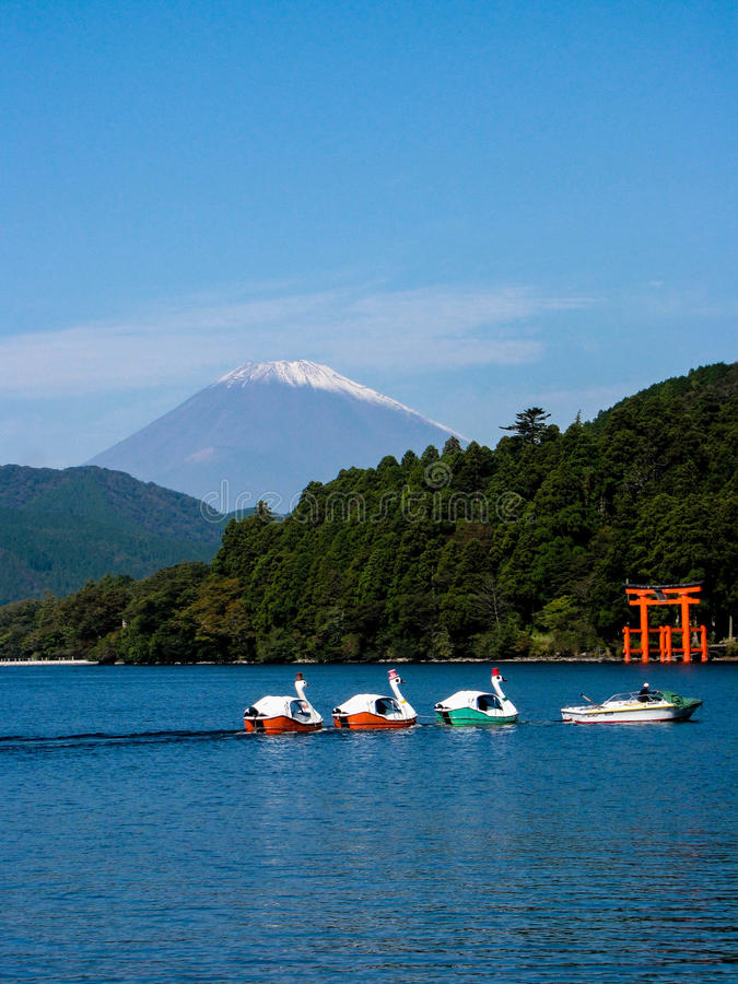 Het meer Ashi en zet Fuji op royalty-vrije stock foto's