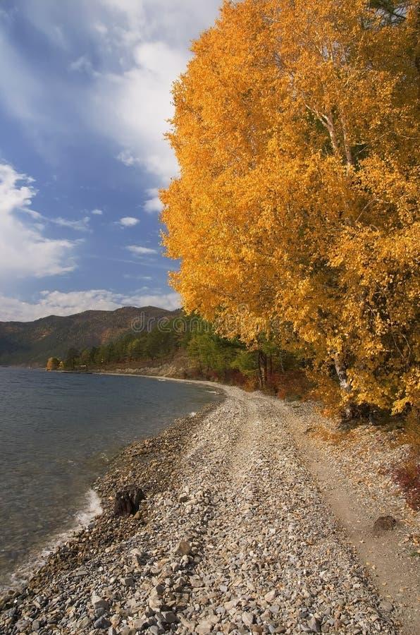 Het meer Baikal in de herfst royalty-vrije stock afbeelding
