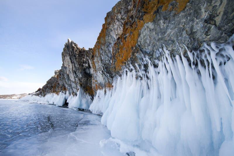 Het meer Baikal is een ijzige de winterdag Grootste zoet watermeer La stock afbeeldingen