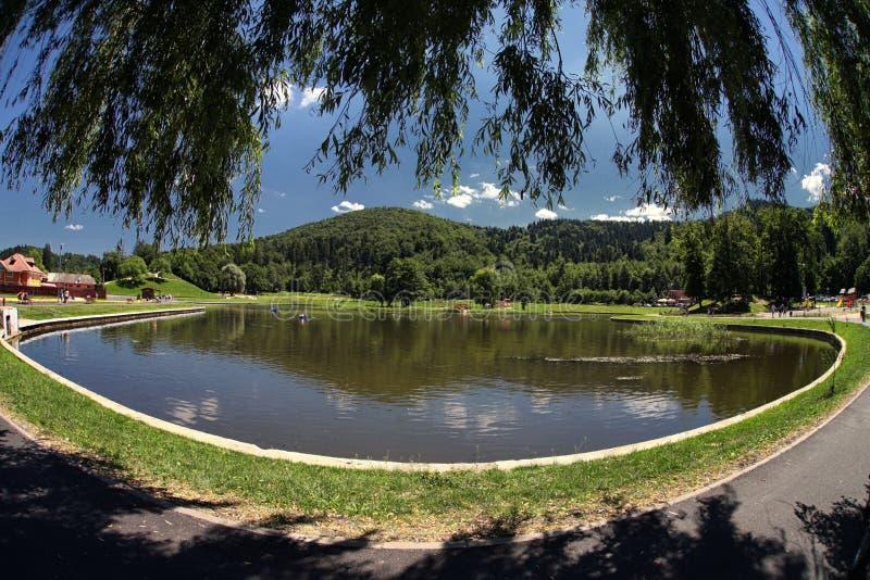 Het meer betrekt Panoramisch Hemelwater stock foto