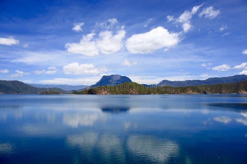 Het meer China van Yunnanlugu stock fotografie