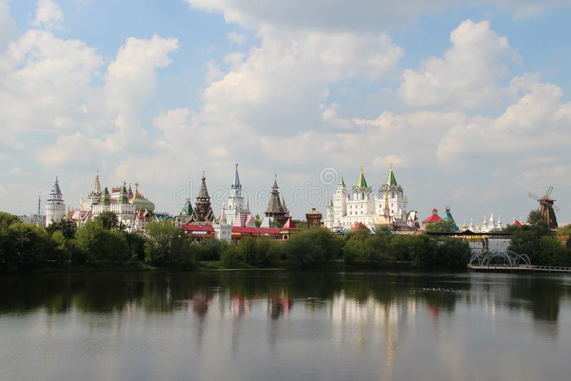 Het meer en het kasteel royalty-vrije stock fotografie