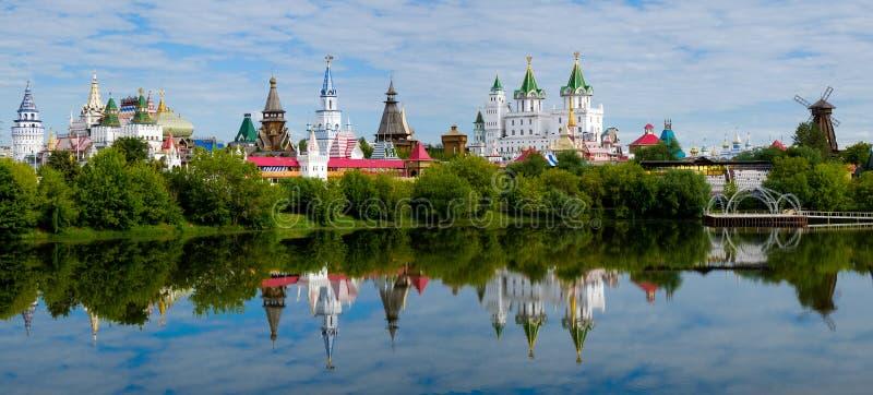 Het meer en het Kremlin in Izmailovo stock foto