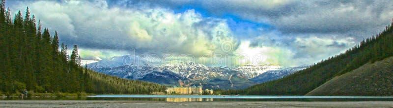 Het Meer Louise Banff Alberta Canada van Fairmontchateau royalty-vrije stock afbeeldingen
