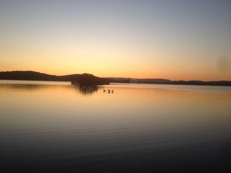 Het Meer Macquarie van zonsondergangswansea stock foto