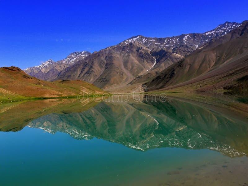 Het Meer van Chandratal stock fotografie