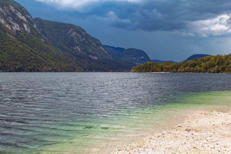 Het meer van de alp stock fotografie
