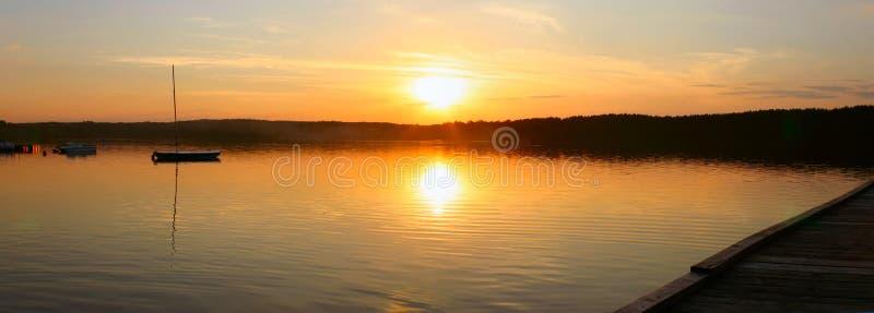 Het meer van de avond - panorama stock foto's