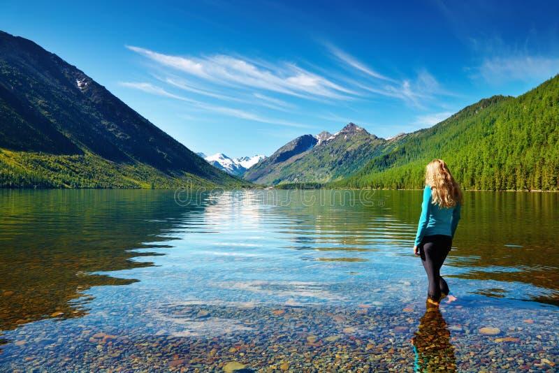 Het meer van de berg stock afbeeldingen