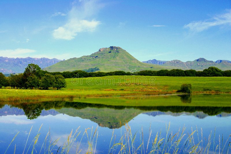 Download Het meer van de berg stock foto. Afbeelding bestaande uit uitzicht - 287016