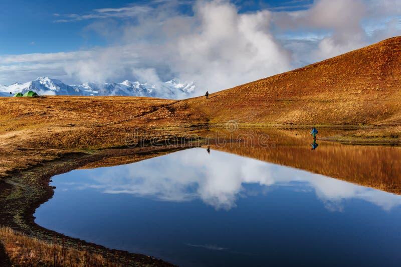 Het meer van de Koruldiberg Hogere Svaneti, Georgië, Europa caucasus stock foto's